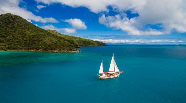 Sail past the Whitsunday Islands on your Wh
